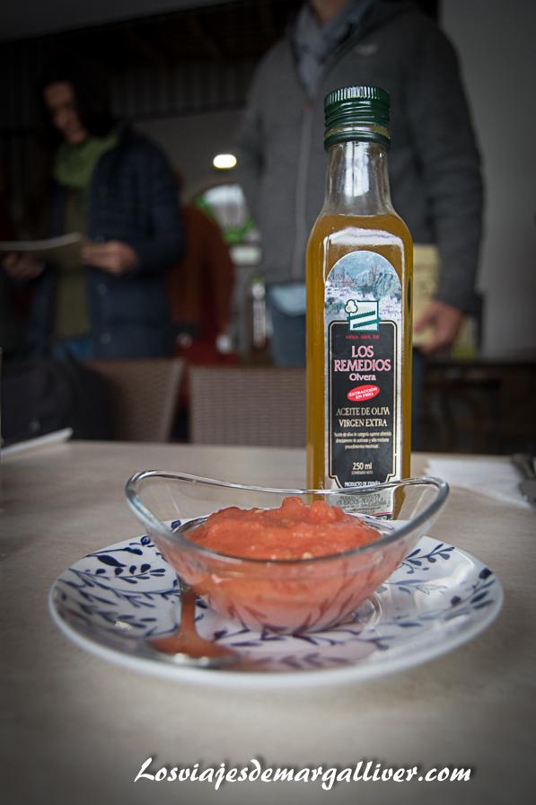 Aceite de oliva y tomate, fundamental para un desayuno molinero en la sierra norte de sevilla , Geoparques de Andalucía - Los viajes de Margalliver